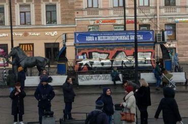 Памятник конке у«Василеостровской» очистят отграффити