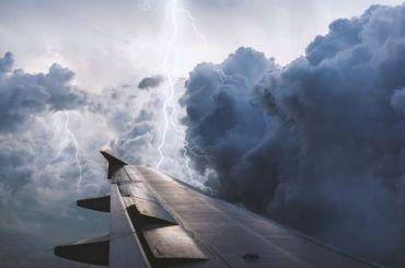 Самолет изПетербурга несмог приземлиться вЕкатеринбурге