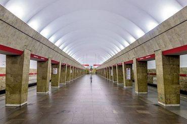 Упавший под поезд на«Выборгской» пассажир погиб