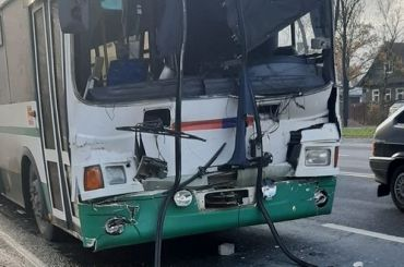 Автобус спассажирами врезался вгрузовик наКрасносельском шоссе