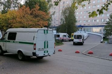 Заразившегося COVID-19 сотрудника ФСИН доставили вАлександровскую больницу