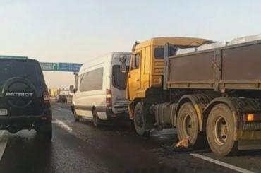 Массовая авария наКАД у«МЕГИ Парнас» спровоцировала серьезную пробку