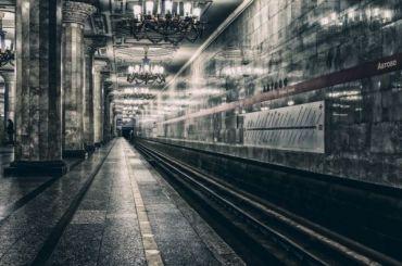 Смольный: 90% пассажиров метро оплачивают проезд картой