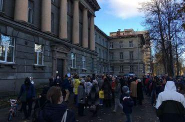 Петербуржцы вышли наулицу, чтобы защитить ВНИИБ отсноса