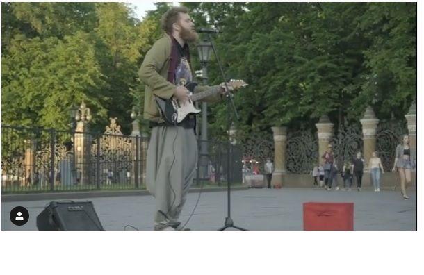 Музыкант захватил улицу