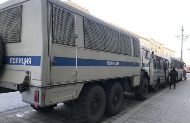 Полицейские всю ночь держали пять девушек вхолодном автозаке
