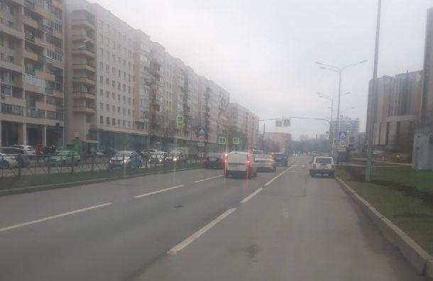 Автомобиль сбил человека напешеходном переходе наОдоевского
