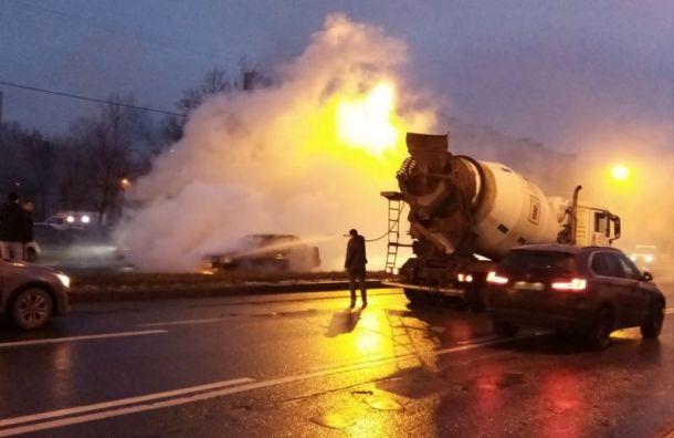 Благородная бетономешалка потушила огненное ДТП наЭнергетиков