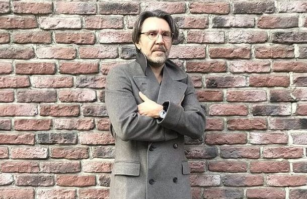Ущемленное мини-достоинство: Шнуров ответил на иск Лозы новым стихотворением