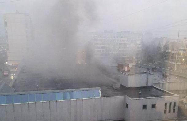 «Буквоед» загорелся вТЦ напроспекте Большевиков