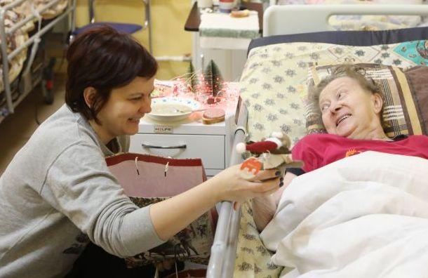 Петербуржцы могут помочь собрать подарки для пенсионеров наНовый год