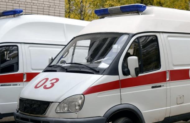 Девятиклассник упал скозырька подъезда наНепокоренных