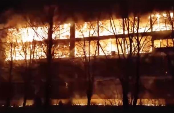 Огонь намебельном предприятии тушили пожарным поездом