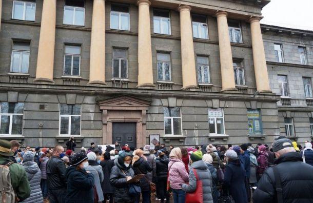 Суд временно защитил НИИбумаги отсноса