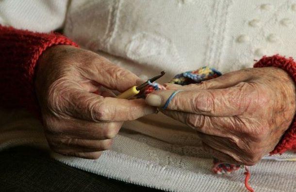Новые ограничения для пожилых людей вступили всилу вПетербурге
