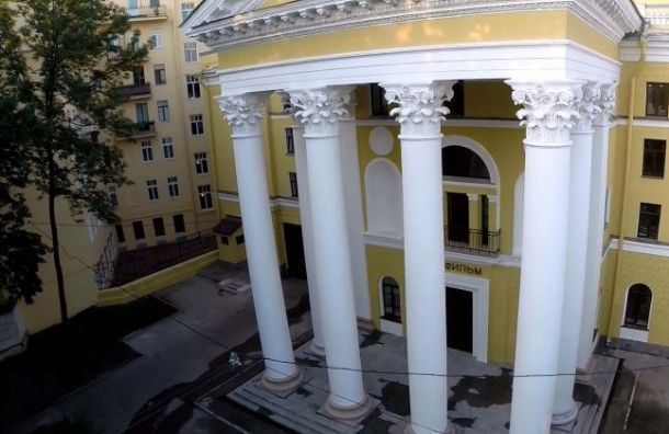 «Ленфильм» заплатит 600 тысяч рублей заупавшее дерево