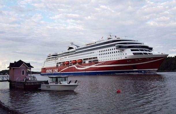 Пассажирский паром Viking Grace сел намель вФинляндии