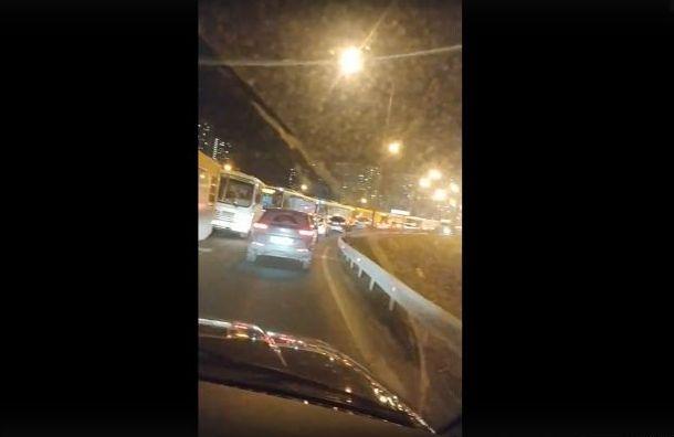 Движение наМуринской дороге парализовало из-за ДТП
