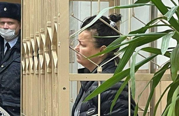 Суд арестовал женщину, грозившуюся поджечь банку спорохом вдетском клубе