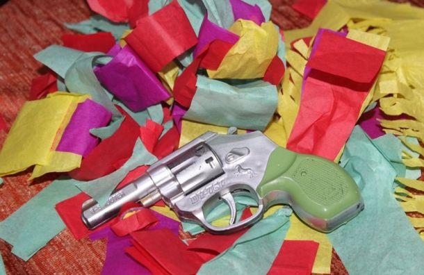 Молодой петербуржец сигрушечным пистолетом ограбил офис МФО