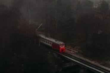 Пять электричек доПетербурга опаздывают начас из-за смерти пассажира