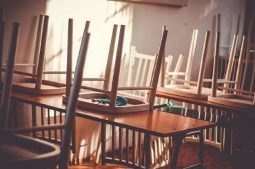 Количество школьных классов накарантине выросло вПетербурге до65