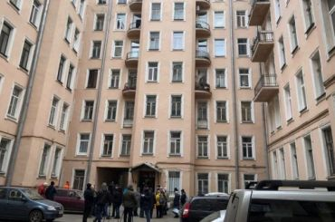 Жильцам дома собрушившимся потолком разрешили вернуться вквартиры