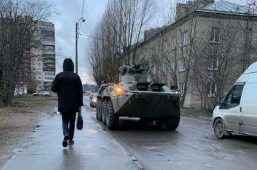 БТР, проезжая поКрасносельскому району, задавил насмерть человека