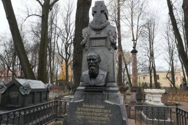 Отреставрирован надгробный памятник Достоевскому вПетербурге