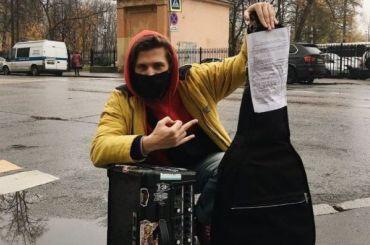 Полиция вернула гитары искрипки уличным музыкантам