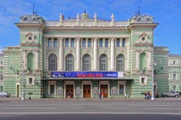 Актер Мариинского театра чуть неотрубил себе палец наглазах узрителей