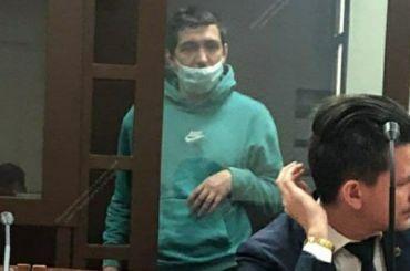 Выбросившего сбалкона пасынка петербуржца арестовали надва месяца