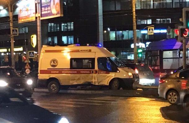 Kia протаранила машину скорой помощи наГаккелевской улице