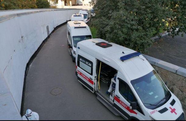 Почти 40 тысяч петербуржцев лечатся откоронавируса дома