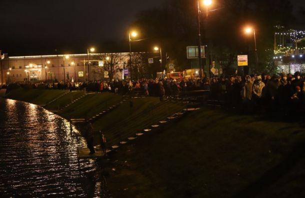 Нулевая дистанция: петербуржцы стояли вогромной очереди наФестиваль света