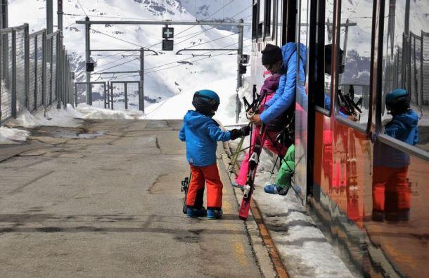 Петербуржцам разрешат бесплатно провозить лыжи исноуборды впоездах