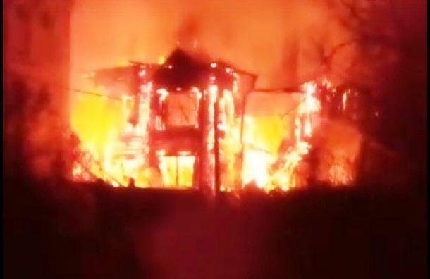 Сгорела одна изкрасивейших усадеб Ленинградской области
