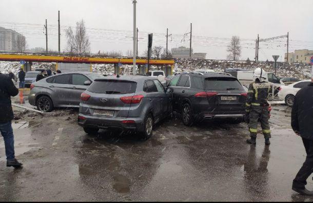 Машина протаранила два автомобиля наМосковском проспекте
