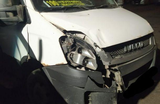 Водитель вывалился измаршрутки после резкого поворота наМосковском шоссе
