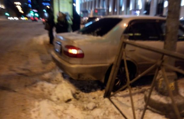 Машину отбросило натротуар наплощади Ленина