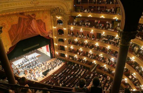 Театры живут вабсурдистской пьесе
