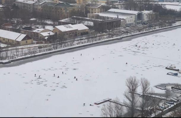 Спасатели МЧС зазиму сняли вПетербурге сольда почти 100 человек