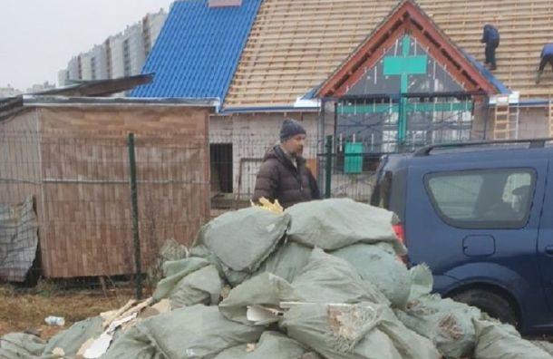 Строители храма наюго-западе Петербурга организовали незаконную свалку