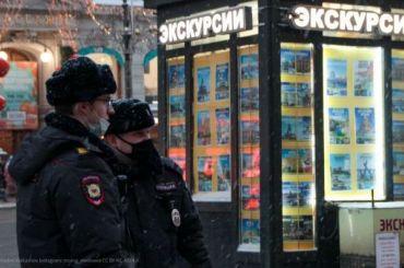 Петербуржцы встают водиночные пикеты уГостиного Двора издания ФСБ
