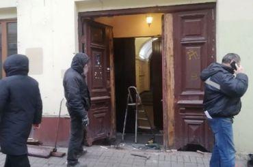 Возмутивший горожан демонтаж исторической двери наНекрасова заказал ЖКС