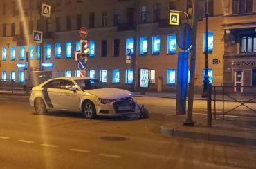 Каршеринг врезался вавтобус наЛиговском проспекте