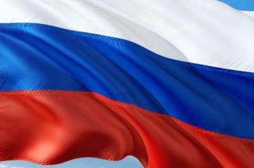Бездомный сорвал флаг России срайонного суда вПетербурге