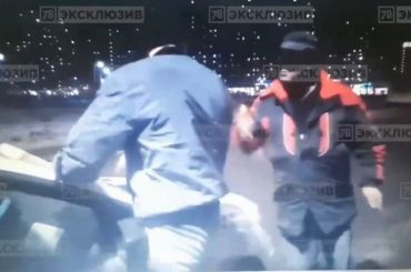 Таксист угрожал молодому человеку ножом после замечания опарковке