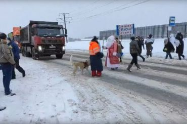 Местные жители Колтушей перекрыли дорогу взнак протеста против свалки