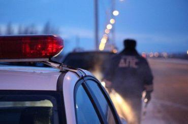 Иномарка выехала навстречку иразбилась обопору освещения, двое погибли